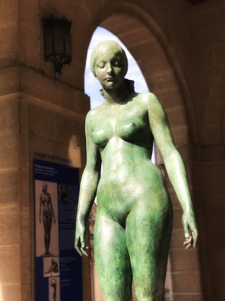 Grande Nudo Femminile by Francesco Messina, statue of nude lady in San Marino