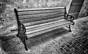 Annie_Wilcox_Photography_travelling_with_a_camera_Gozo_Rabat_Victoria_backstreets_bench